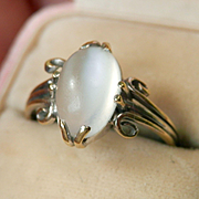 Lovely 18K White Gold Arts & Crafts Cat's Eye Moonstone Cab Ring