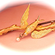 Lovely Edwardian 15K/CT Yellow Gold Seed Pearl Bird Pin