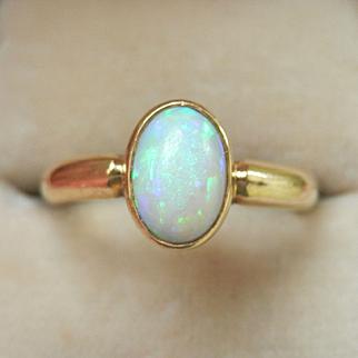 Beautiful 18K Gold 0.78 ct. Natural Opal Ring