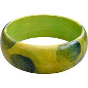 Pretty Sponged Bakelite Bangle Bracelet