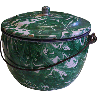 """Rare 8"""" Emerald Green Graniteware kettle with lid and bail handle  Enamelware"""