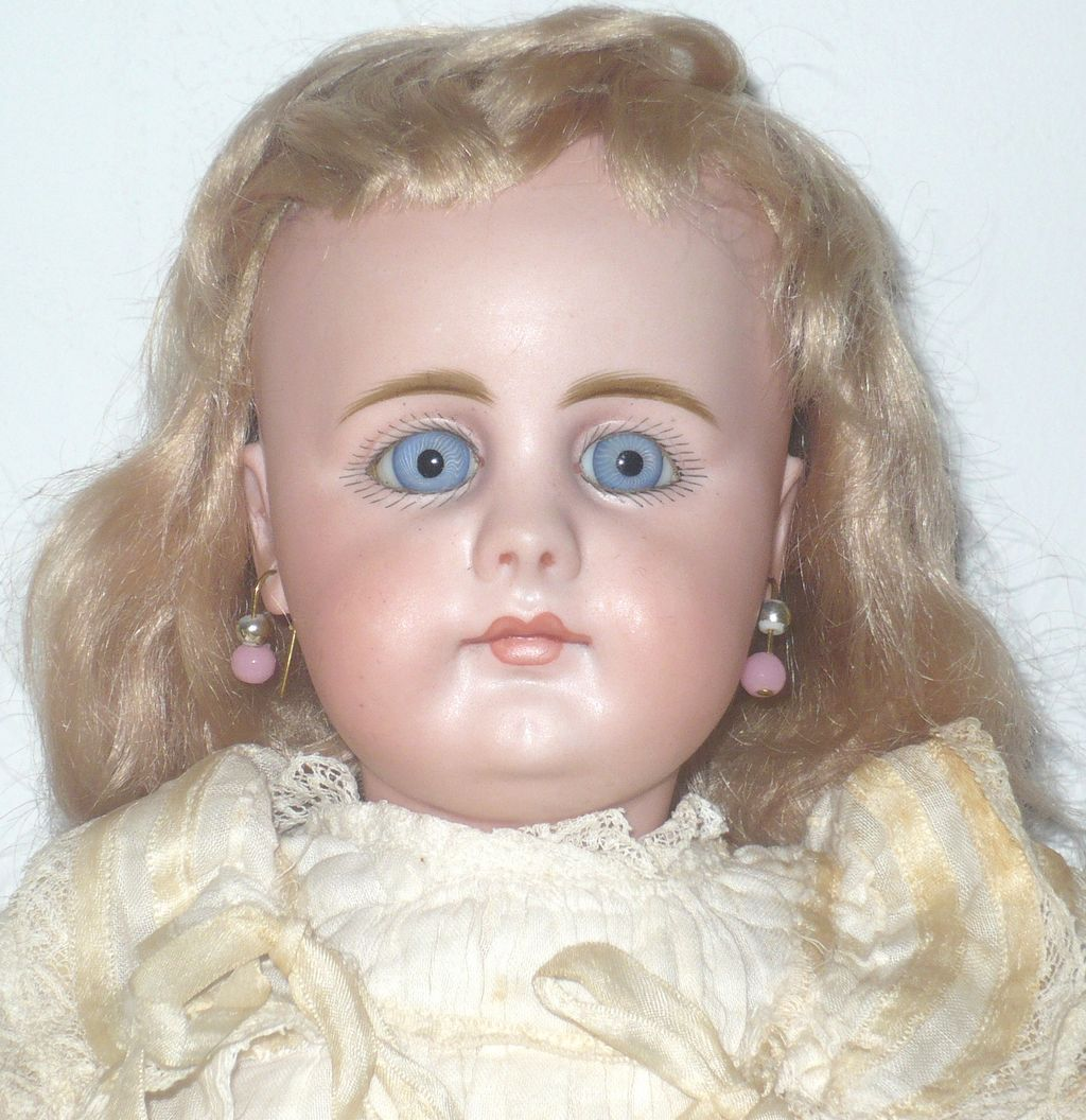 "15.5"" 19th Century Simon Halbig 949 Closed Mouth Blue PW Eyes"
