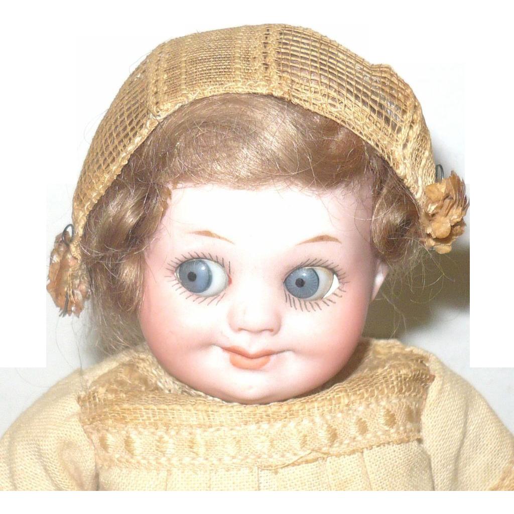 7 Inch AM 323 Googly Girl Original Wig & Costume Blue Eyes