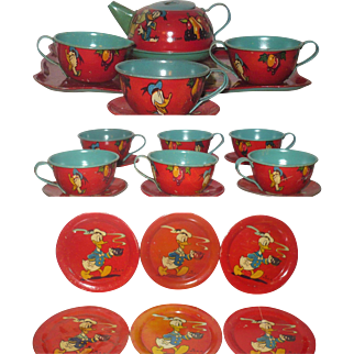 22 Pieces 1939 Ohio Art Walt Disney Donald Duck Lip Stick Red Tea Set
