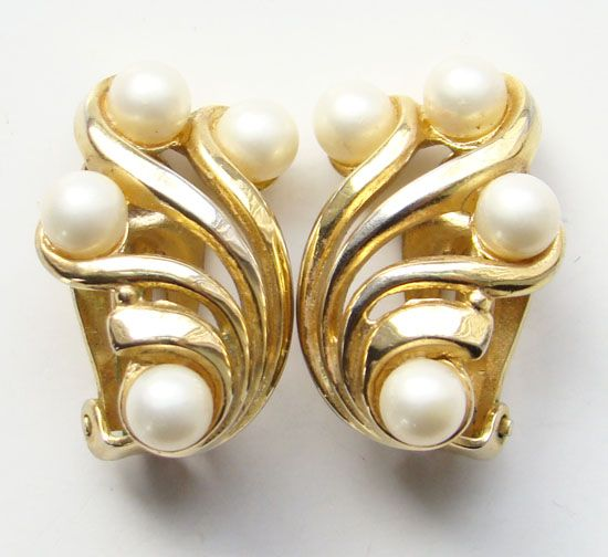 Vintage Crown Trifari Faux Pearl Goldtone Clip Earrings Classic