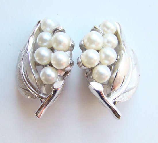 Vintage 1950s Crown Trifari Silvertone Simulated Pearl Floral Clip Earrings