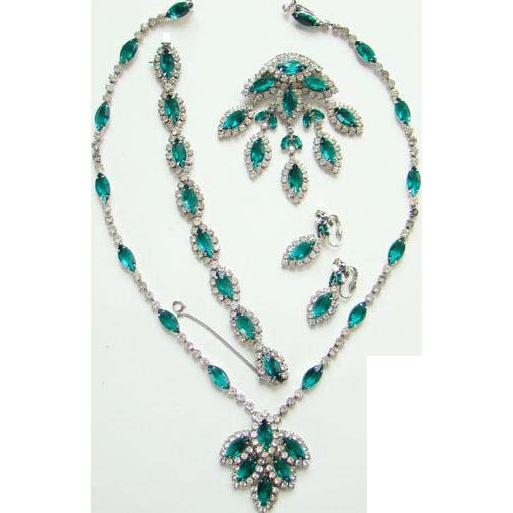 1950s Kramer Emerald Green and Clear Rhinestone Grand Parure Set Necklace Brooch Bracelet Earrings Book Piece Signed