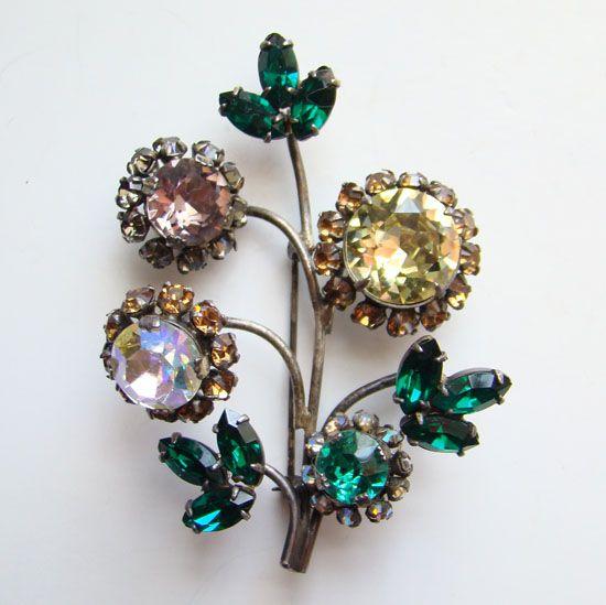 Dazzling Vintage Floral Trembler Rhinestone Silvertone Brooch Unsigned