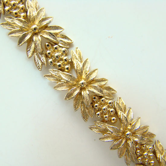 1976 Sarah Coventry Goldenrod Bracelet 9997 Signed Never Worn