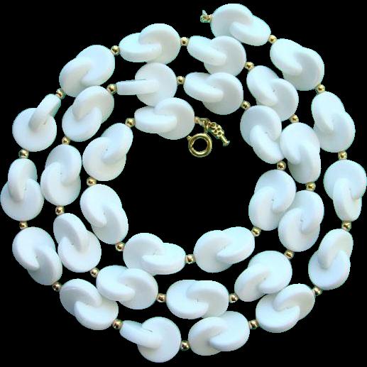Vintage Trifari Necklace White Lucite Interlock Circles Geometric
