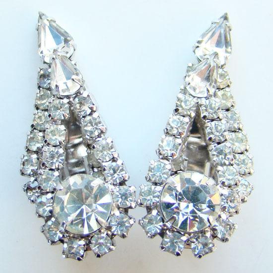 Vintage Vibrant Clear Rhinestone Clip Earrings Tiered Teardrop Shape