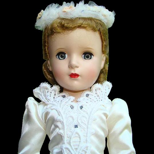 Madame Alexander Margaret Bride Doll Hard Plastic 1950s 17 Inch Strung