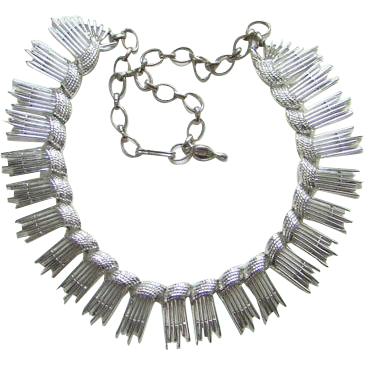 1962 Sarah Coventry Simply Elegant Silvertone Necklace 8894