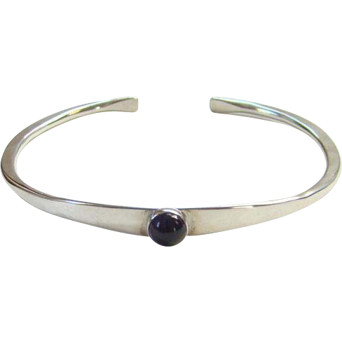 Sterling Silver Cuff Bracelet Modernist Design Amethyst Stone Signed T Shea Hand Hammered
