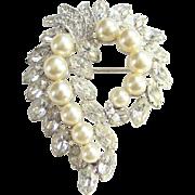 Vintage Eisenberg Ice Clear Crystal Rhinestones Faux Pearl Brooch Pin in Silvertone