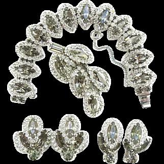 Vintage 1950s Weiss Black Diamond Smoke Gray Ice Rhinestone Parure Set Bracelet Brooch Two Pair Earrings Signed