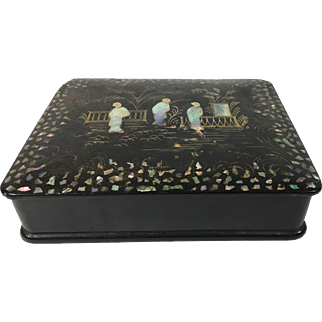 19th Century Papier Mâché Box Inlaid with Mother-of-Pearl with Gold Gilt and Chinese Figures