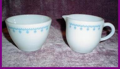 Pyrex Blue Garland Snowflake Sugar and Creamer Set