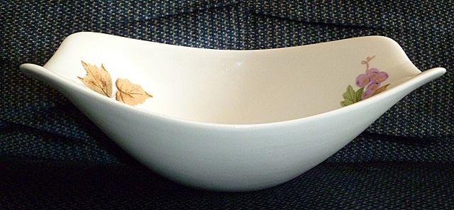 Iroquois Impromptu Ben Seibel Oval Bowl Grape Pattern