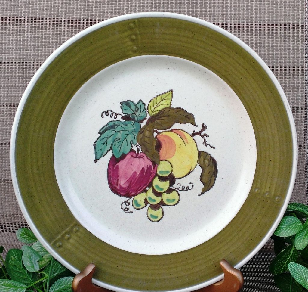 Metlox Poppytrail Provincial  Fruit Dinner Plate Set Green Border