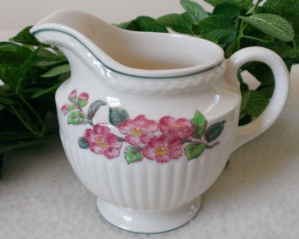 Wedgwood Garden Club apple Blossom Pattern AK8565 Creamer