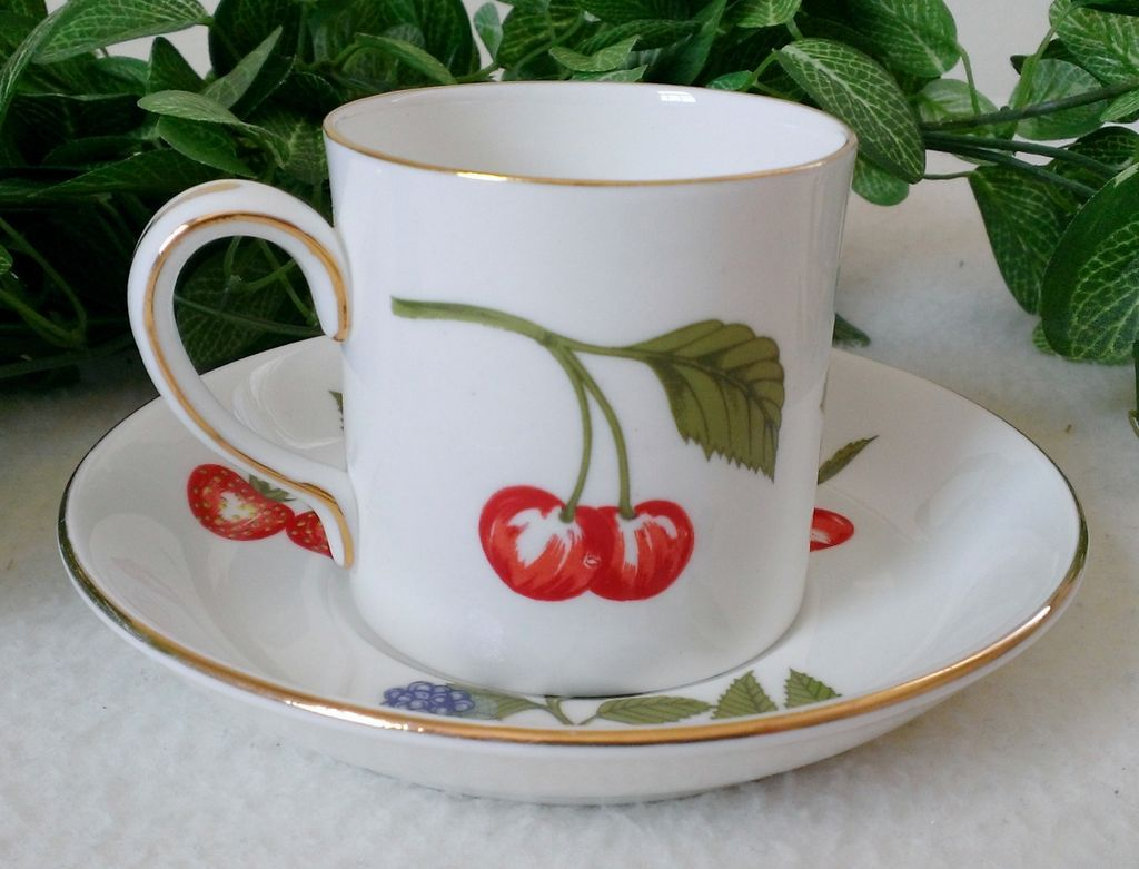 Crown Staffordshire Hampton Flat Cup & Saucer Set Wildberry