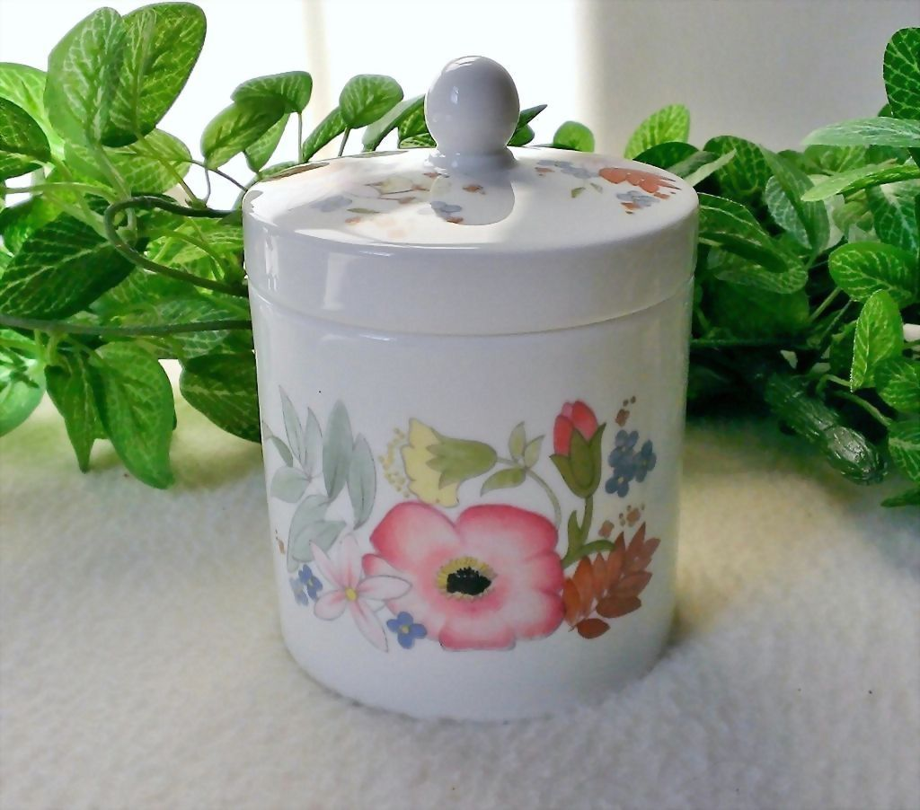 Wedgwood Meadow Sweet Preserve Pot with Lid