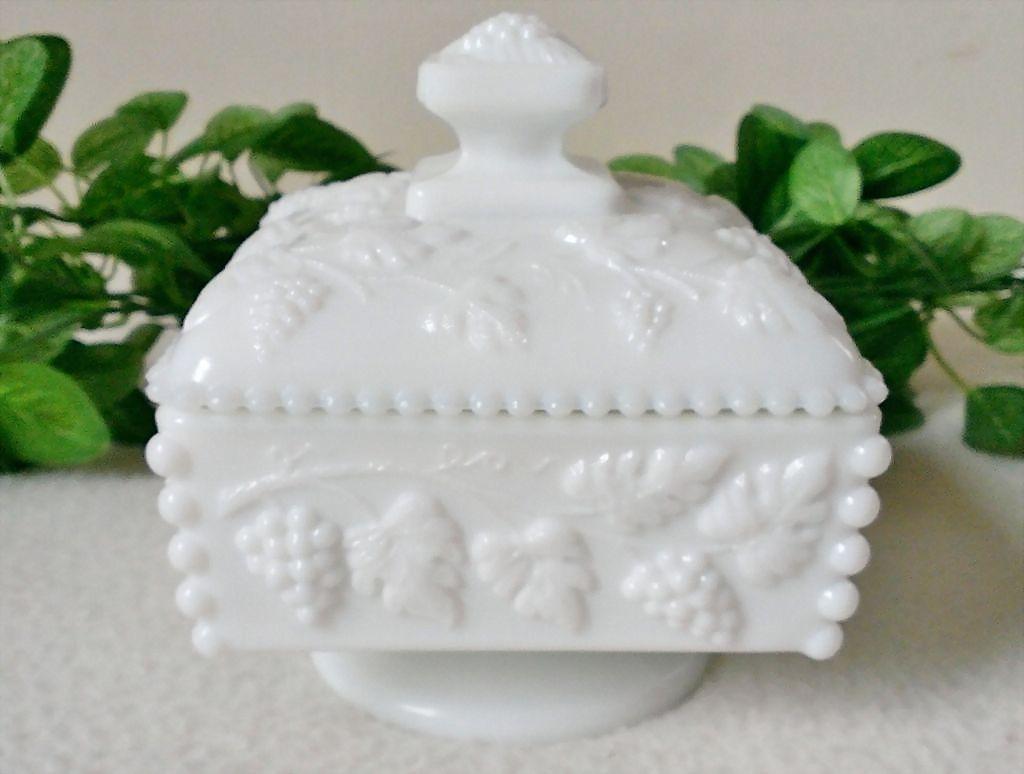 Westmoreland Beaded Honey Pot w Lid / Candy Dish