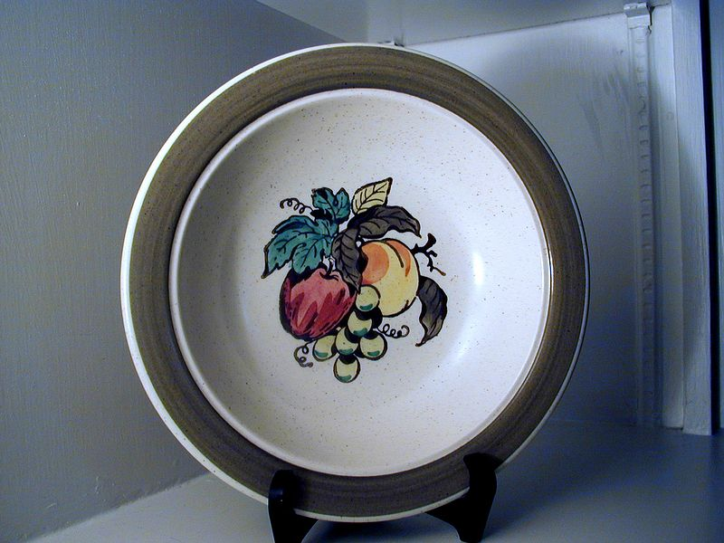 Metlox Poppytrail Provincial Fruit Serving Bowl