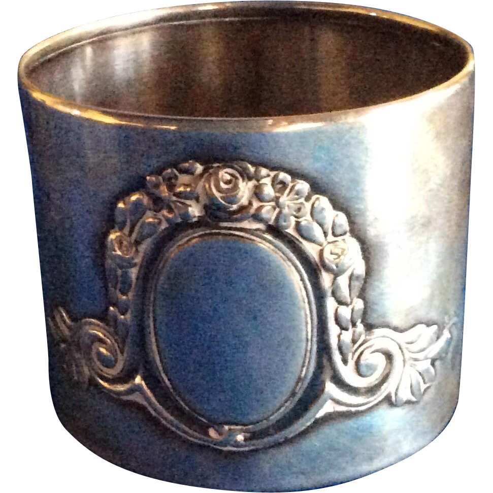 German 800 Silver Flower Garland Napkin Ring Serviette Holder