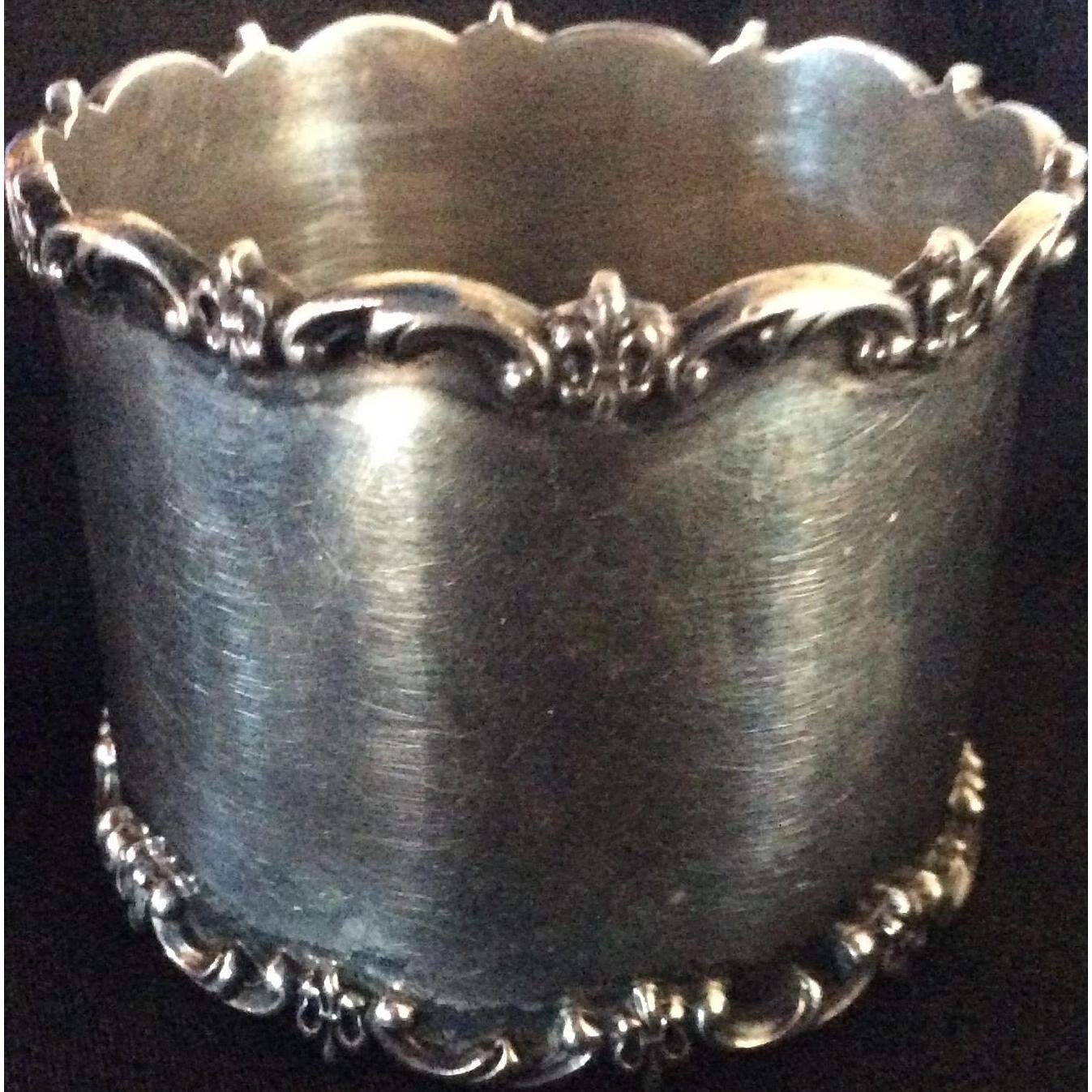 Large Sterling silver Fleur de Lis Napkin Ring By Towle