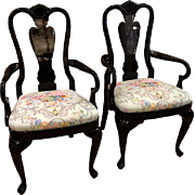 Pair of Vintage Queen Anne Style Black Lacquer Arm Chairs - Dessin Fournir