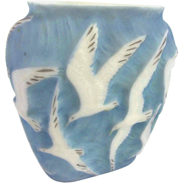 7697 Rare 20th C. Phoenix Glass Vase with Embossed Seagulls in Flight