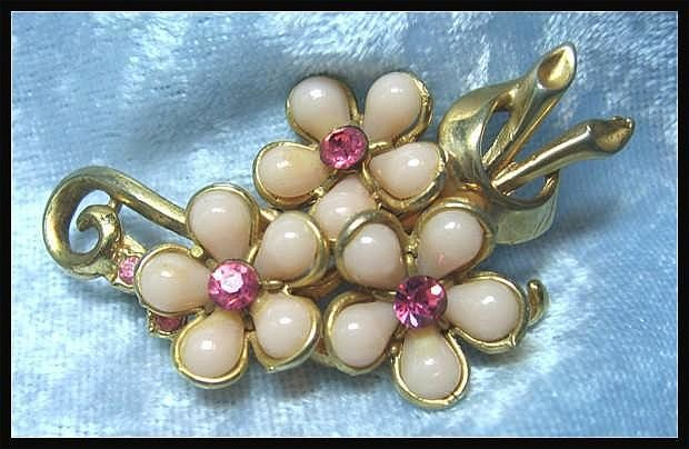 Pretty Pastel Pink Flower Pin Brooch with Rhinestones