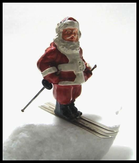 Here Comes Santa Clause on his Skis