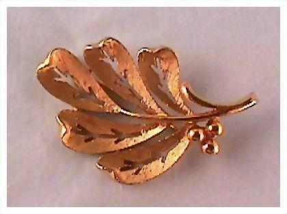 Very Attractive Gold-tone Leaf Pin