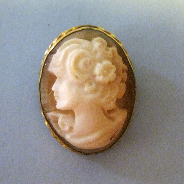 Lovely Left Facing Shell Cameo in Gold Filled Bezel
