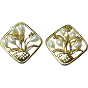 Lovely Gold Tone Basket of Flower Earrings Fresh Water Pearls / Vintage Jewelry / Fashion Jewelry