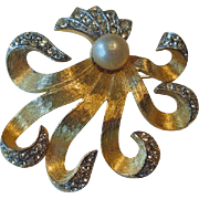 Elegant Flowing Hattie Carnegie Pin / Designer Pin / Fashion Jewelry / Hattie Carnegie