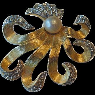 Elegant Flowing Hattie Carnegie Pin / Designer Pin / Fashion Jewelry / Hattie Carnegie