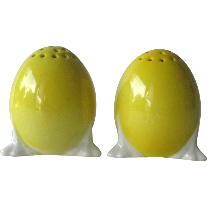 Czechoslovakia Egg Salt and Pepper Shakers / Vintage Kitchenwarer / Figural Shakers / Collectible Shakers
