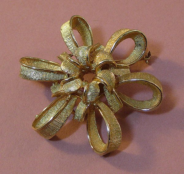 Lisner Gold-tone Bow Pin
