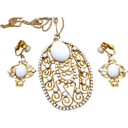 White Scrollwork Necklace Earrings Set