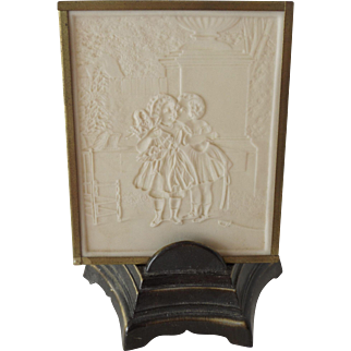 Lithophane Lamp of Two Girls With A Doll