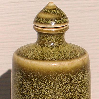 Chinese porcelain snuff bottle teadust glazed Kangxi Artemisia leaf mark