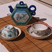 Chinese porcelain tea set teapot & 2 cups and saucers circa 1800