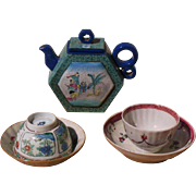Chinese porcelain tea set teapot & 2 cups and saucers circa 1800