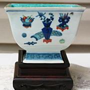 Chinese Wucai porcelain brash pot Kangxi mark and period