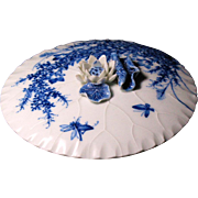 Arita Kakiemon porcelain round box lotus leaf early 18th century