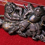 Japanese sword fittings menuke depicting two NIO shakudo multi-metal inlay